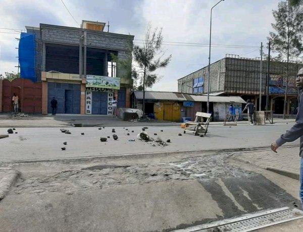 Goma-ville morte: ce qu 'a été la première journée. (reportage)