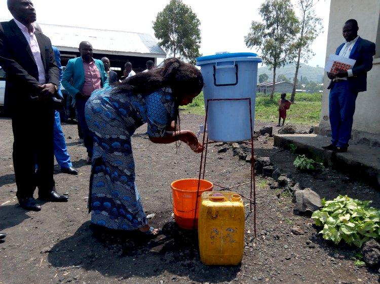 Nord-Kivu: Adèle Bazizana sensibilise sur la lutte contre Ébola en milieu scolaire
